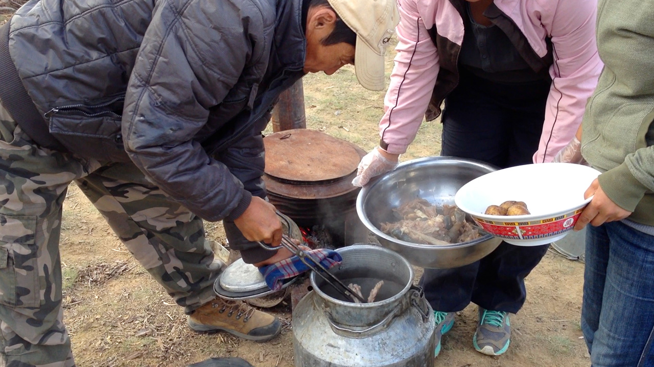 mongolie-cuisine-poele.jpg